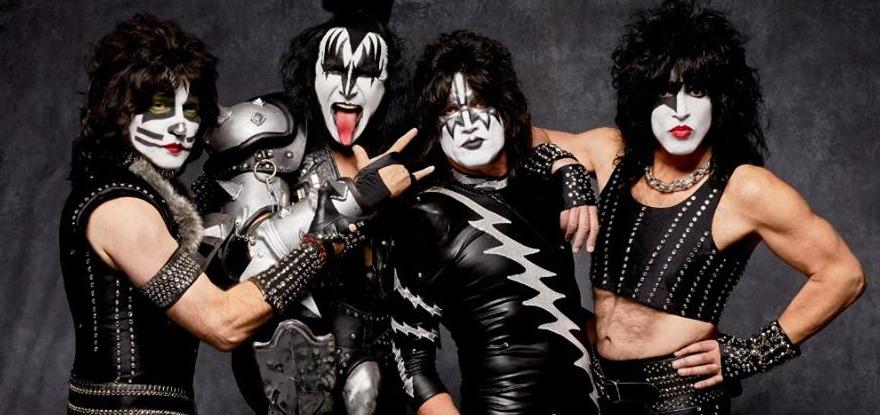 Rolling Stone, en su primera crítica, describió a Kiss como los «Black Sabbath estadounidenses.